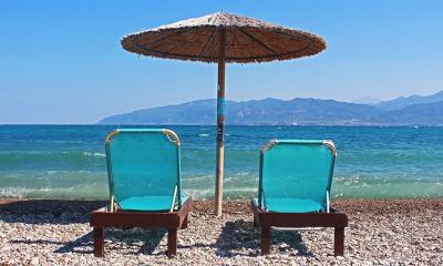 Kein Griechenlandurlaub dieses Jahr ? Wir schaffen Ersatzgefühle mit orginal Strandliegen. -
